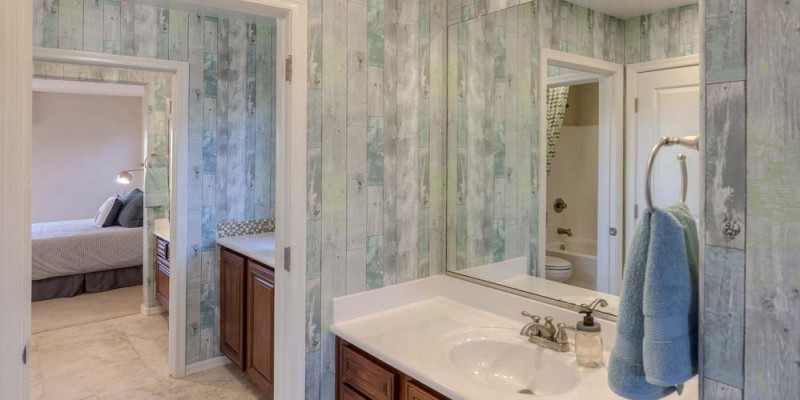 Pantano Bathroom